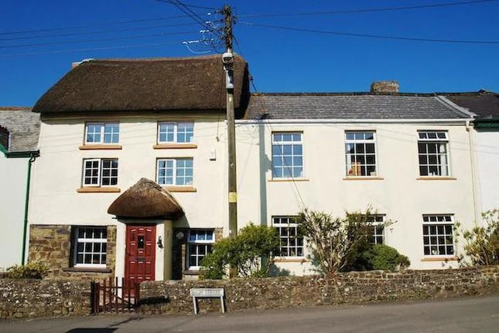 Rambler Cottage, High Bickington - Umberleigh - House