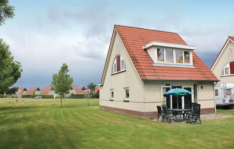 Holiday cottage with 3 bedrooms on 120 m² HLI104