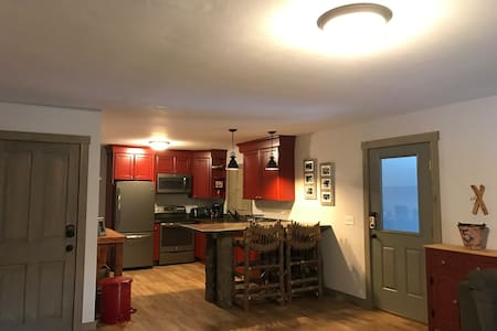 3 Bdrm Owner's Qtrs of Inn(3 miles from Sugarbush) - Warren