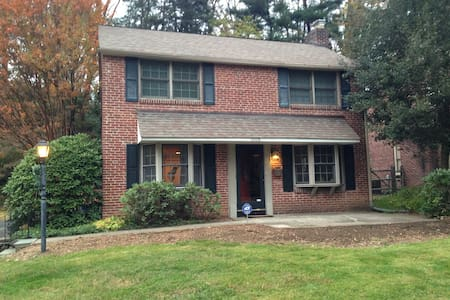Entire Home in Lovely Suburb - Wynnewood - Dom