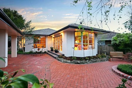 B&B Guest House with Pool Room 1 - Murrumbeena
