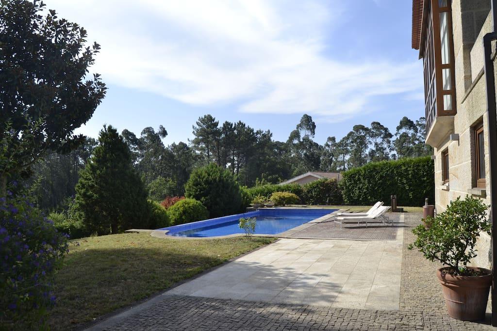 Casa cl sico moderna con piscina en tui chalets for rent - Apartamentos con piscina en galicia ...