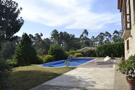 Casa clásico moderna con piscina en Tui - Tui - Chalet