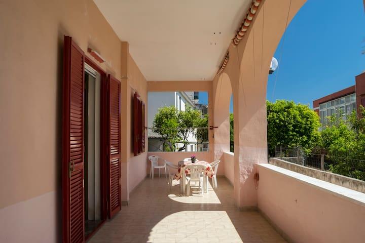 Casa con giardino in villa (Comfy villa house)