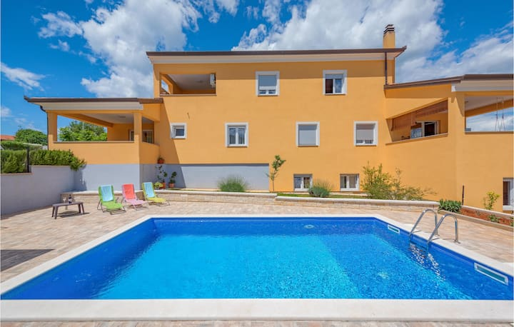 Amazing home in Sorici-Kanfanar with WiFi and 2 Bedrooms