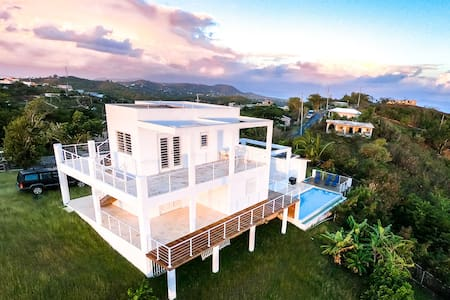 Romantic & Private: 360° views & private pool