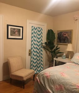 Cozy bedroom in quiet neighborhood. - Berrien Springs - Dům