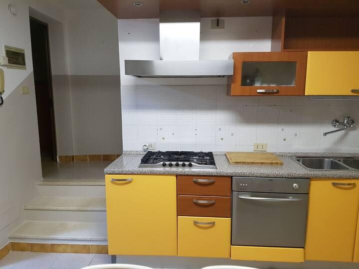 Alugo temporaneamente apartamento em otima zona