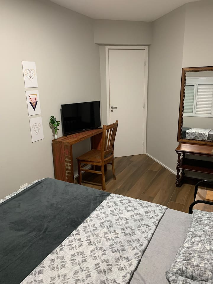 Lindo quarto em condomínio na Pauliceia