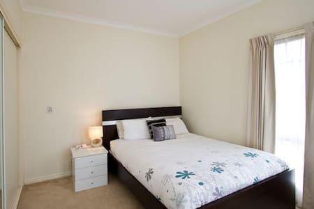 Nice room 20km from CBD - Viewbank - Leilighet