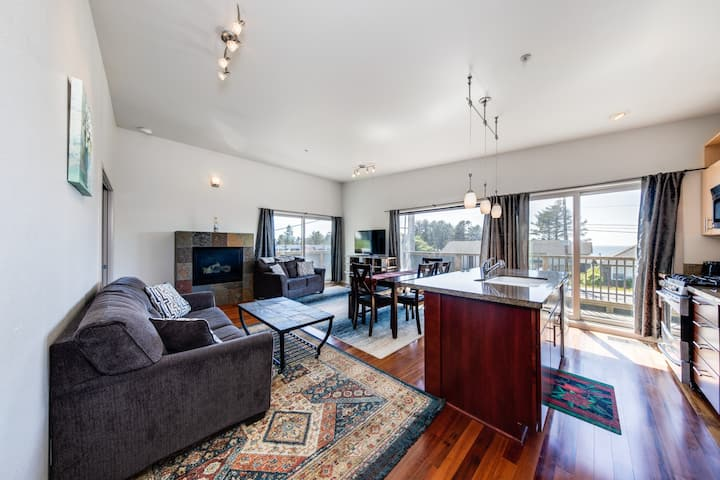 New listing! Beautifully updated ocean view condo with great Depoe Bay access!