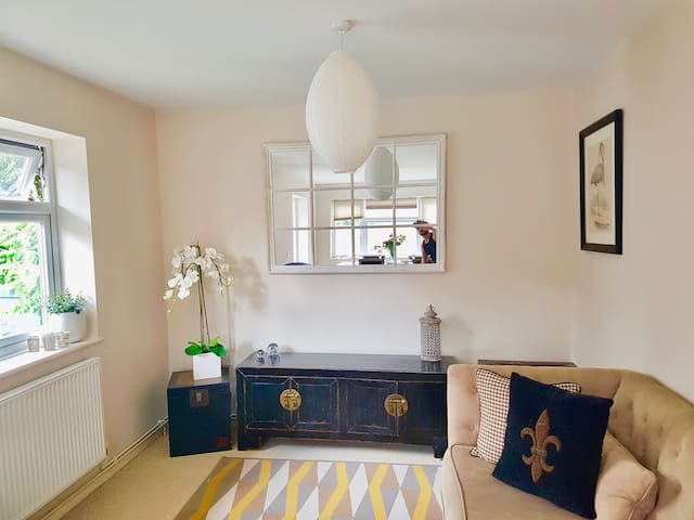 Epping garden flat with off road parking space