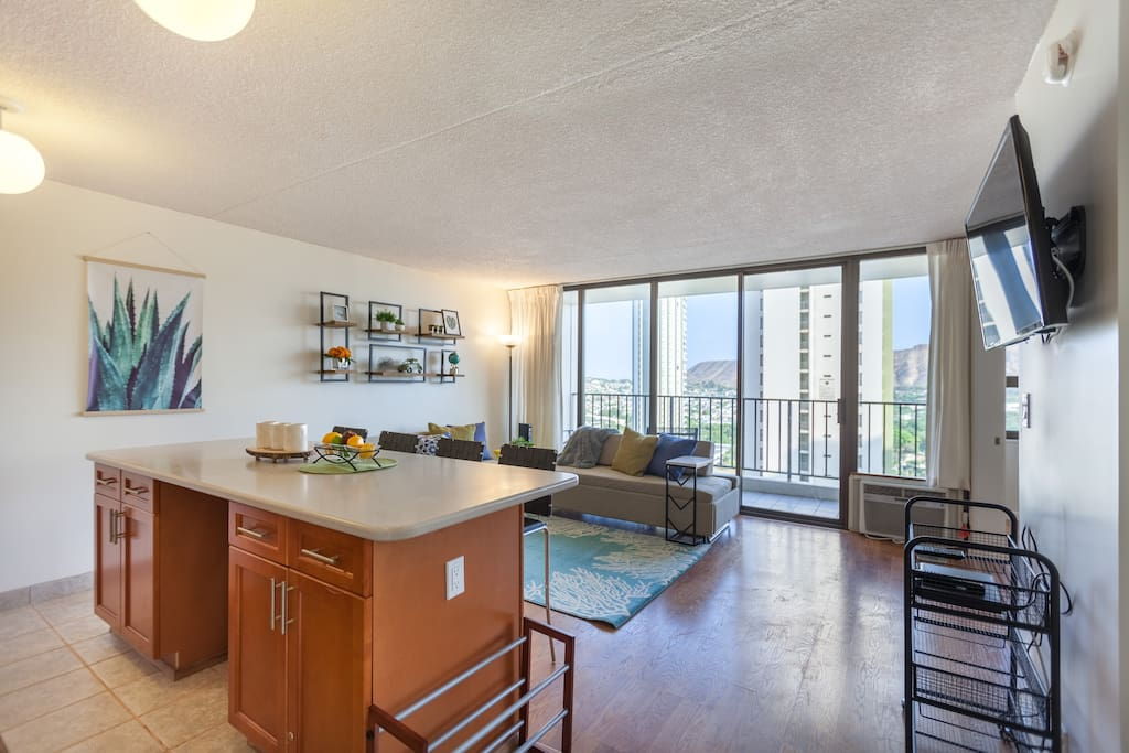 =Waikiki Banyan= 1 Bedroom 1 Bathroom 1 FREE PARKING unit in East Waikiki. The unit can accommodate up to 8 guests. 2 Full Size Beds & 2 Full Size Sofa Bed. 533 living sqft. & 67 sqft. Lanai(Balcony) over looks city & partially Diamond Head & Ocean View from 23th Floor.