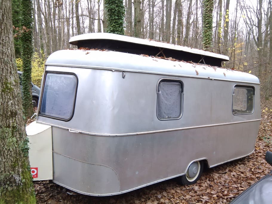 caravane style airstream piscine camping cars caravanes louer daux midi pyr n es france. Black Bedroom Furniture Sets. Home Design Ideas