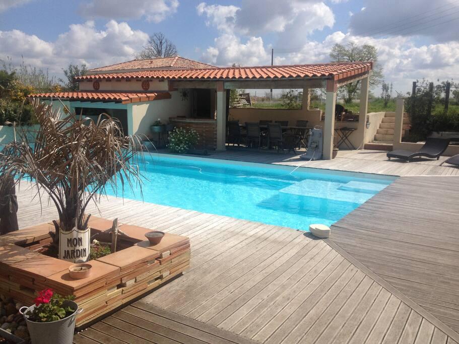 Accès Piscine et pool house avec douche & cuisine