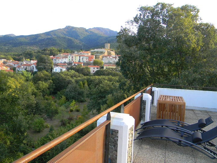 Stunning 4 bed villa, sunny terrace & great views