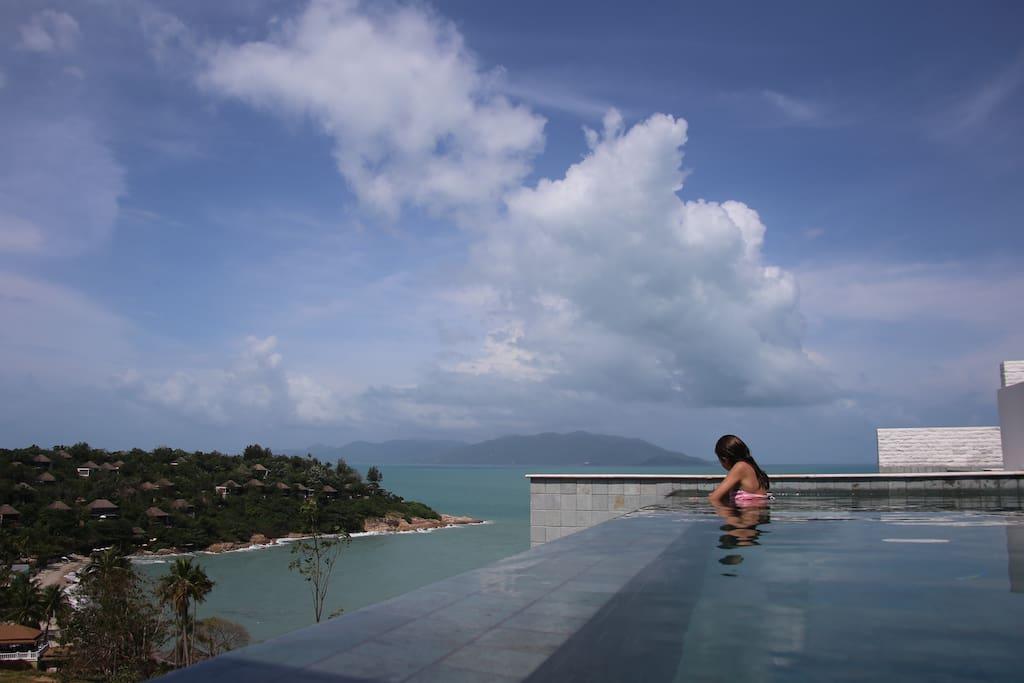 Lookout over the beach and Six Senses Samui resort below