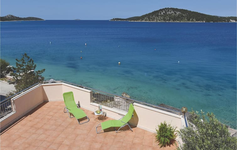 Holiday cottage with 4 bedrooms on 180 m² in Razanj