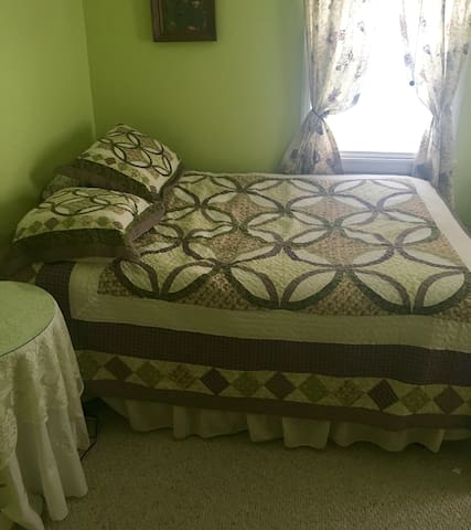 Comfortable room in suburban neighborhood near CLE - Parma - Haus