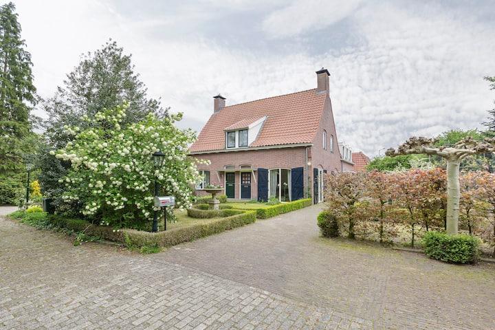 Charming 3-bedroom house+loft, 45 min Amsterdam