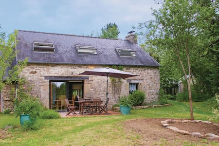 Semi-Detached with 2 bedrooms on 75m² in Le Faouët