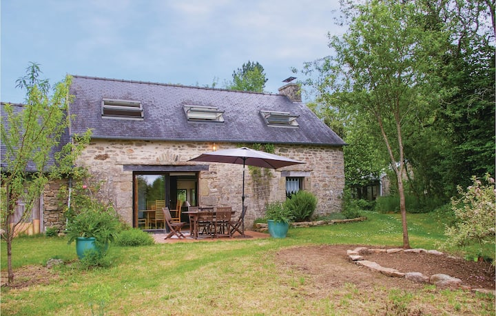 Stunning home in Le Faouët with WiFi and 2 Bedrooms