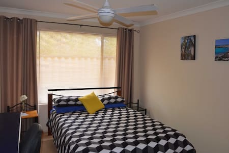 Large comfortable room - Noranda - บ้าน