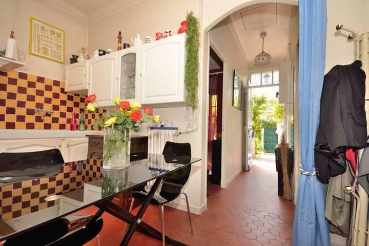 Hall d'entrée et cuisine