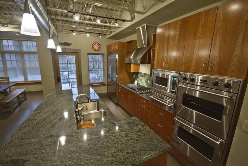 Luxury Lodging Bend Oregon, Wall Street, Gourmet Kitchen