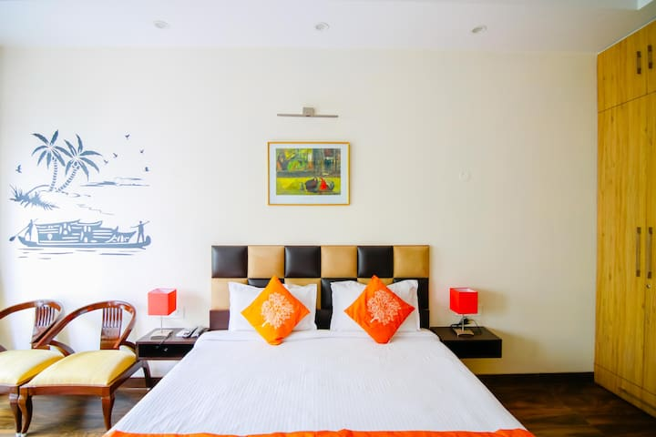 Luxurious 2 bedroom in Noida city centre