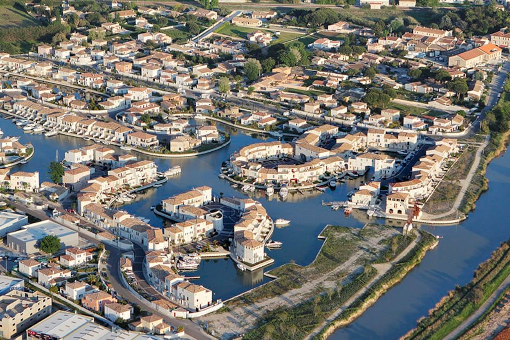 Luxury marina development minutes walk from Aigues Mortes along towpath