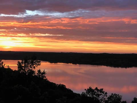 Spectacular Views of Flint Hills Lake & Sunsets!!!