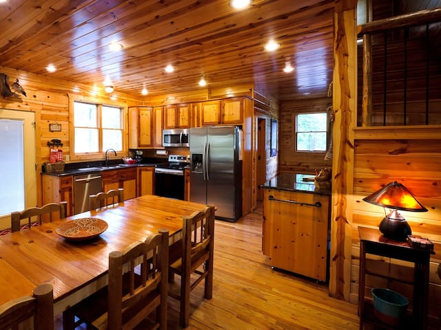 Dry Creek Lodge-Secluded, Close to Lake!