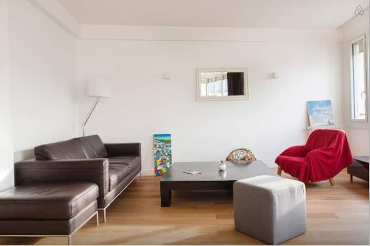 Nice private room in a central Paris duplex