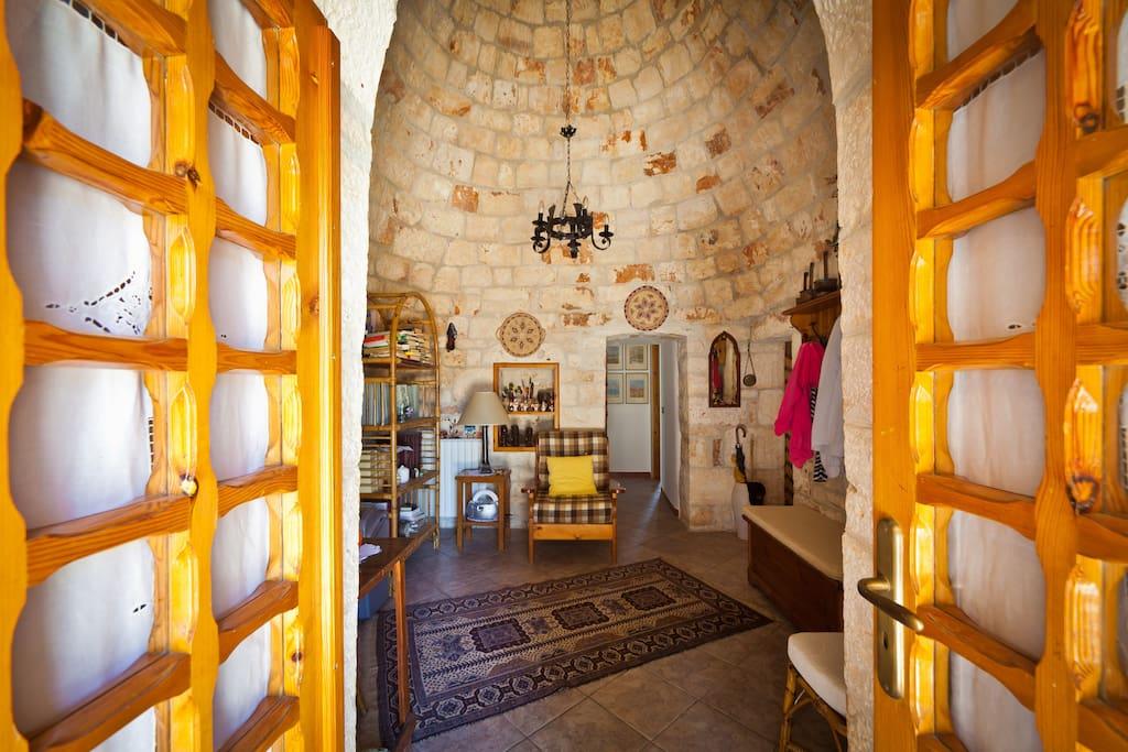 Il trullo d'ingresso - The entrance trullo