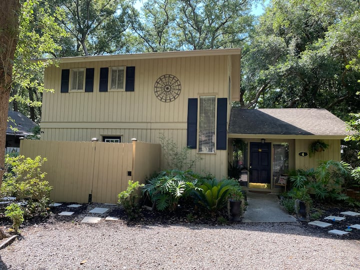 4 Cotton Lane is a charming 3 bedroom 2 bath is located in Sea Pines in the quiet neighborhood of Lawton Woods!