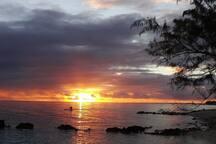 coucher de soleil au tiputa lodge