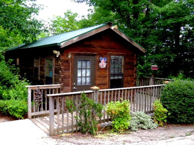 Bluebird Cabin Near Lake Lure, Chimney Rock and TIEC