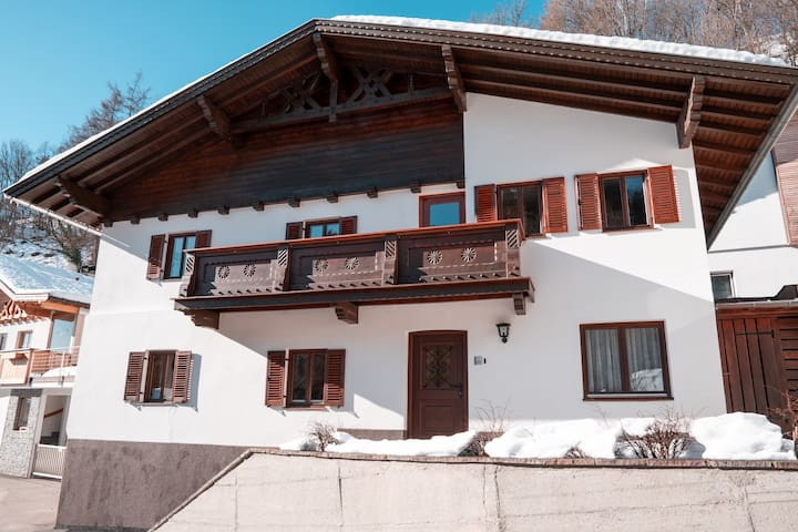 Travel in traditional-modern style|House|Innsbruck