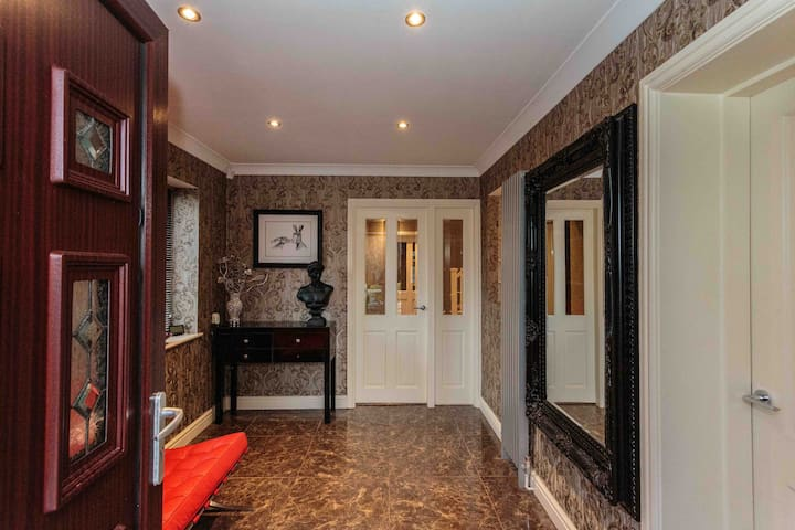 Luxury Detached Family Home - Stanley Park Area