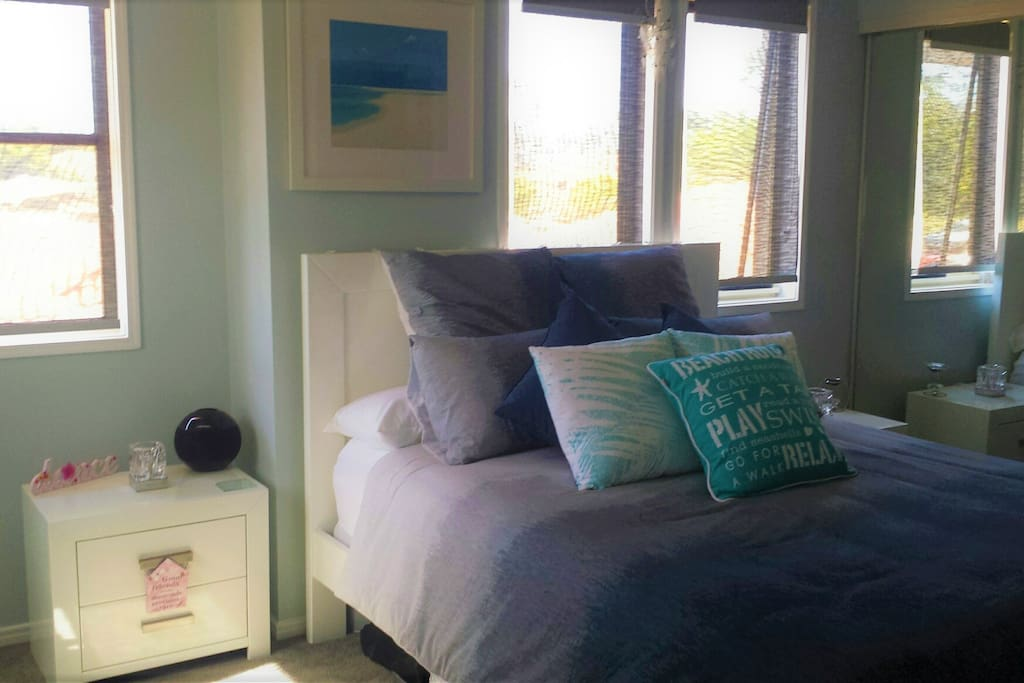 Bright & fresh beach room