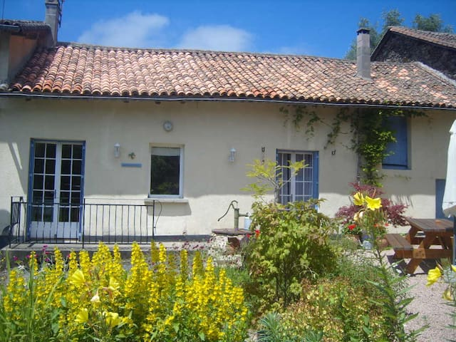 Family Friendly House with Pool & Large Gardens.