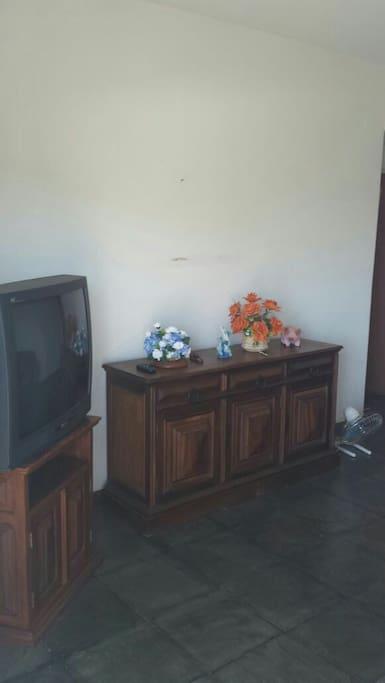 Sala espaçosa. Estamos mudando a tv para tela plana.