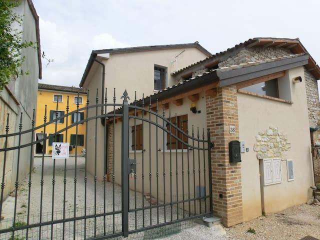 casa indipendente - Paderno del Grappa - บ้าน