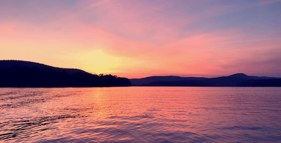 Lake Access Condo Retreat 15 mins from Hanover