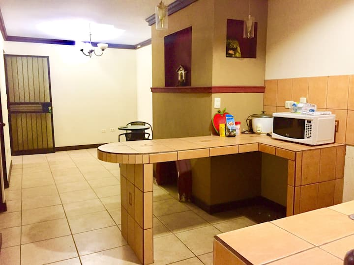 Apartamento en Heredia, cómodo, seguro y céntrico.