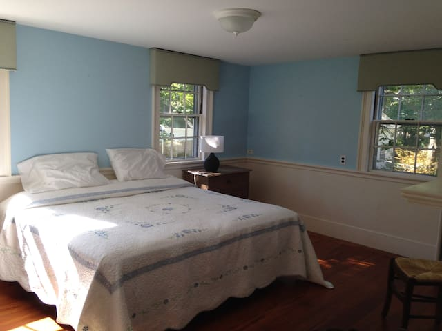 French Welcome in the USA - Blue - Dedham - Bed & Breakfast