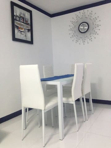 6 seater dining table.