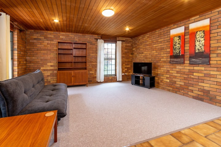 Banksia Gem One Street  Back From Waterfront