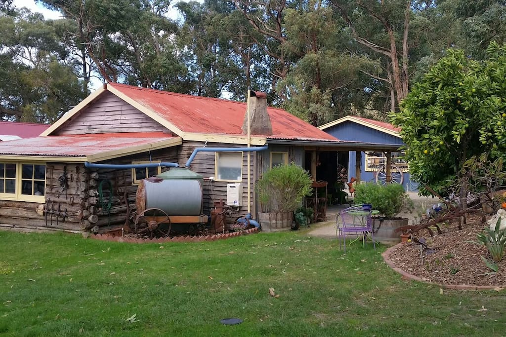 Rustic log cabin yarra valley cabins for rent in yarra for Log cabins victoria